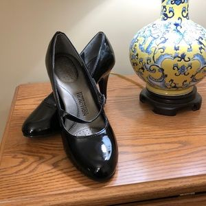 Black patent leather heels, Kenneth Cole 7.5